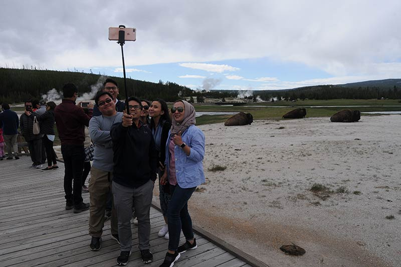 People group photo while touring Yellowstone